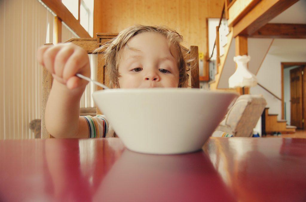 far mangiare i bambini